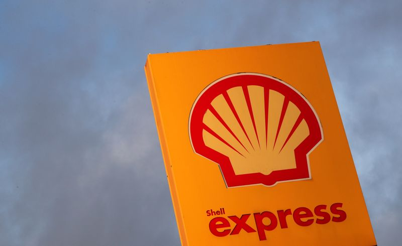 © Reuters. The logo of Royal Dutch Shell is seen at a petrol station in Sint-Pieters-Leeuw
