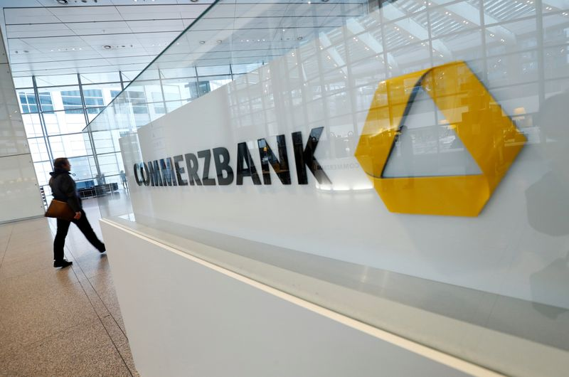 © Reuters. FILE PHOTO: Commerzbank AG news conference in Frankfurt