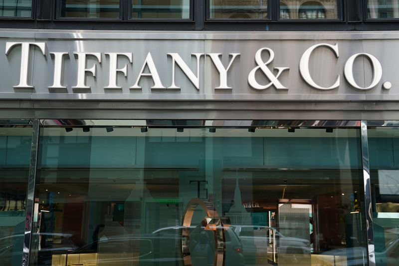 © Reuters. A Tiffany & Co. store is pictured in the Manhattan borough of New York City