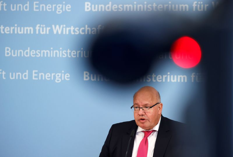 © Reuters. German Economy Minister Peter Altmaier attends a news conference in Berlin