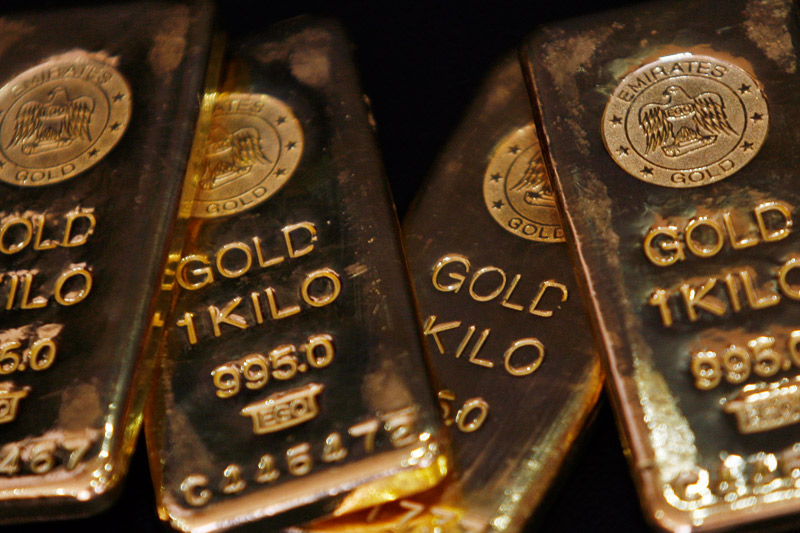 Gold Sinks As Dollar Surges And Stocks Fall Back, Too