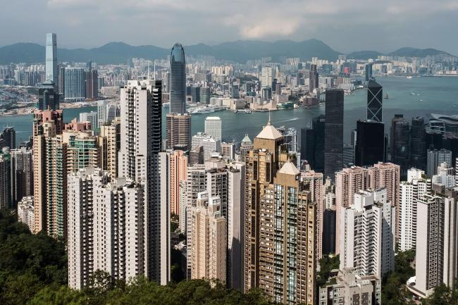 © Bloomberg. Residential and commercial buildings are seen from Victoria Peak in Hong Kong, China, on Monday, Sept. 11, 2017. Hong Kong stocks fluctuated on Sept. 12 as automakers extended gains driven by China's plan to phase out fossil-fuel vehicles, while banks and property companies weighed on the benchmark index. Photographer: Billy H.C. Kwok/Bloomberg