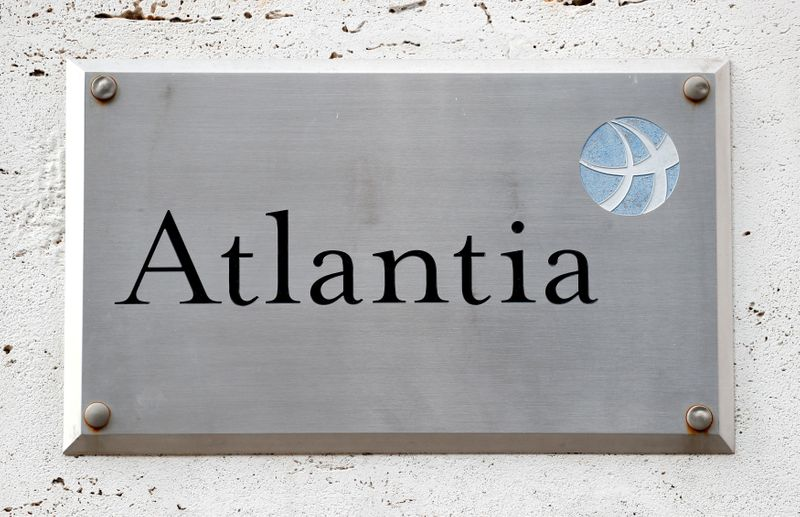 © Reuters. FILE PHOTO: A logo of the Atlantia Group is seen outside their headquarters in Rome