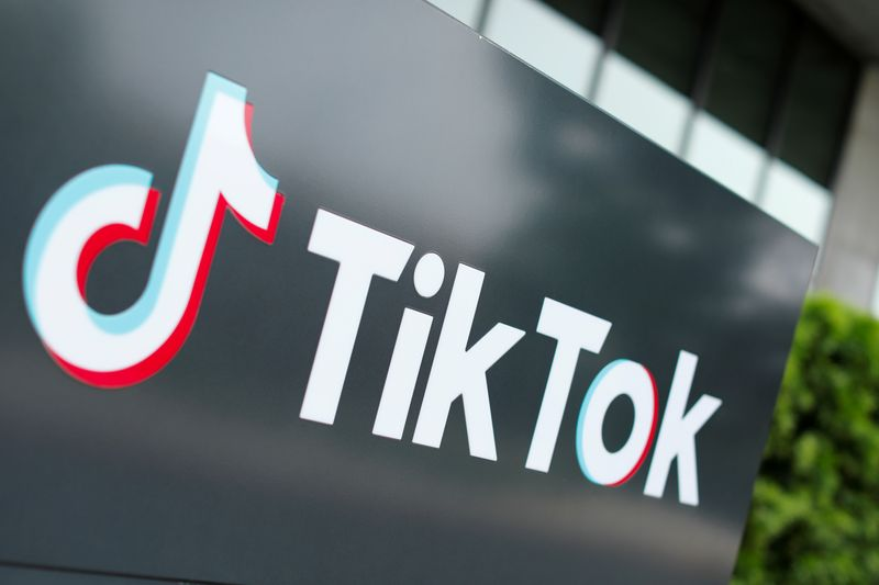 © Reuters. FILE PHOTO: The TikTok logo is pictured outside the company's U.S. head office in California