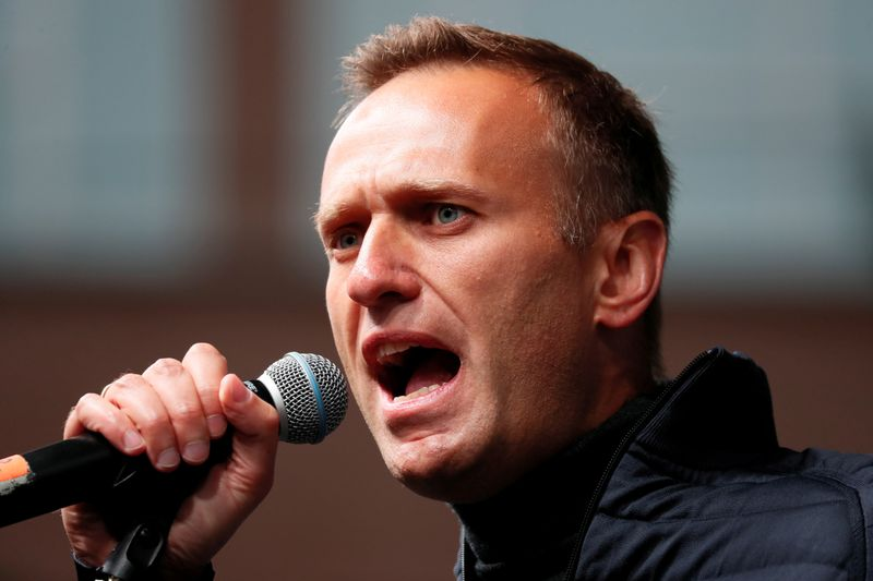 © Reuters. FILE PHOTO: Russian opposition leader Navalny attends a rally to demand the release of jailed protesters in Moscow