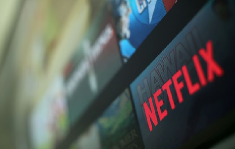 © Reuters. FILE PHOTO: The Netflix logo is pictured on a television in this illustration photograph taken in Encinitas California
