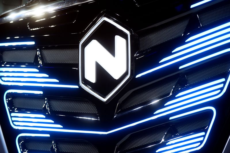 © Reuters. FILE PHOTO: U.S. Nikola's logo is pictured at an event held to present CNH's new full-electric and Hydrogen fuel-cell battery trucks in partnership with U.S. Nikola event in Turin