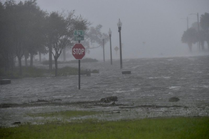 © Reuters. FILE PHOTO: Flooding due to Hurricane Sally is seen in Pensacola