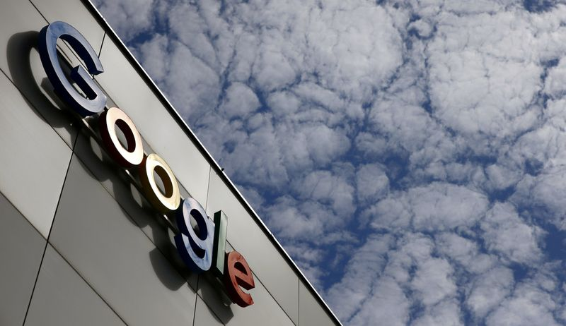 © Reuters. FILE PHOTO: Logo of Google is seen at an office building in Zurich