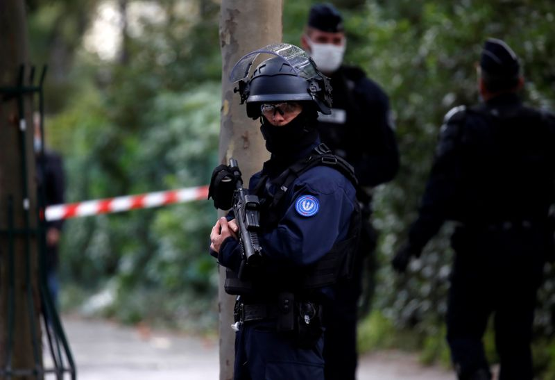 © Reuters. Police operation ongoing near the former offices of Charlie Hebdo, in Paris