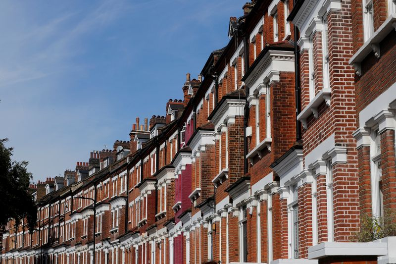 © Reuters. FILE PHOTO:  Terraced houses are seen in Primrose Hill, London