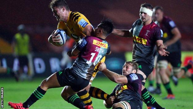 Will Rowlands of Wasps is tackled by Chris Robshaw and Marcus Smith