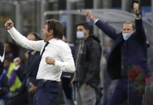 Conte celebrates at the end of the match.