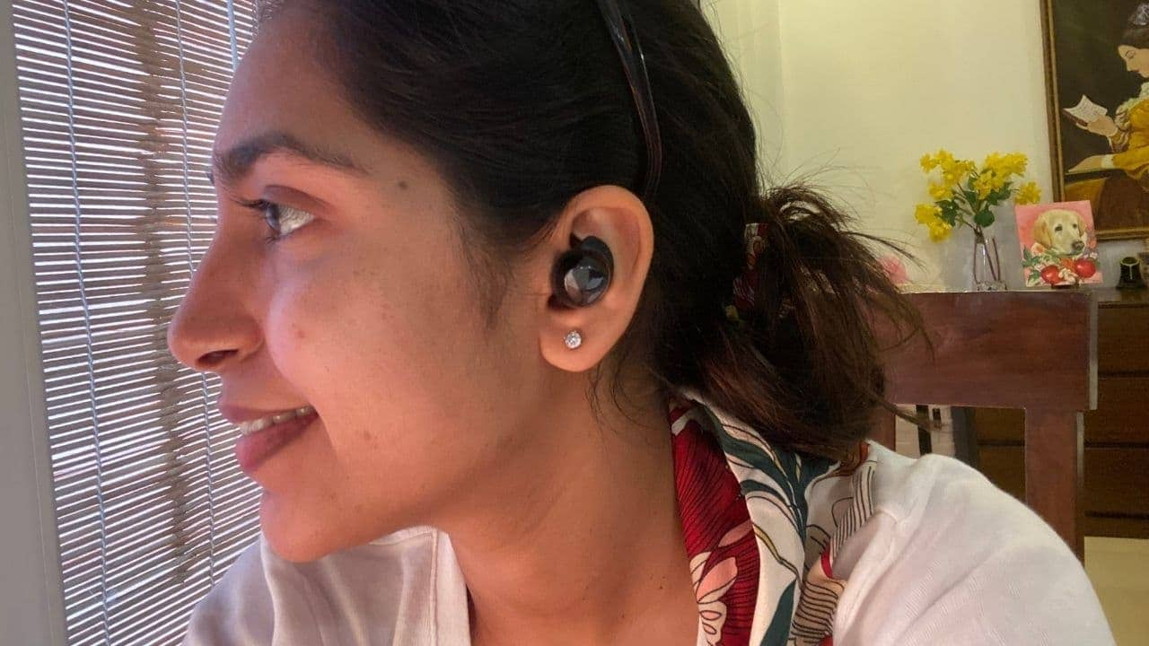 The Buds+ snuggly fit into the ear. Image: tech2/Nandini Yadav