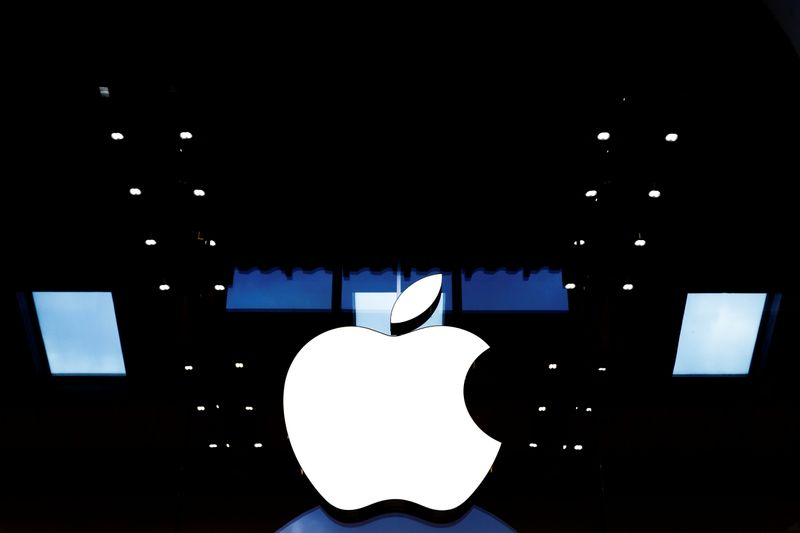 © Reuters. Apple logo is seen on the Apple store at The Marche Saint Germain in Paris