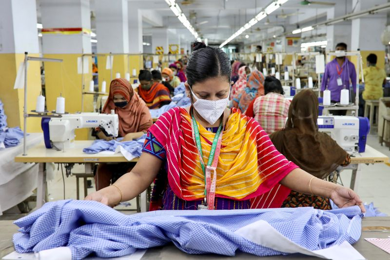 © Reuters. FILE PHOTO: A woman works in a garment factory, as factories reopened after the government has eased the restrictions amid concerns over coronavirus disease (COVID-19) outbreak in Dhaka