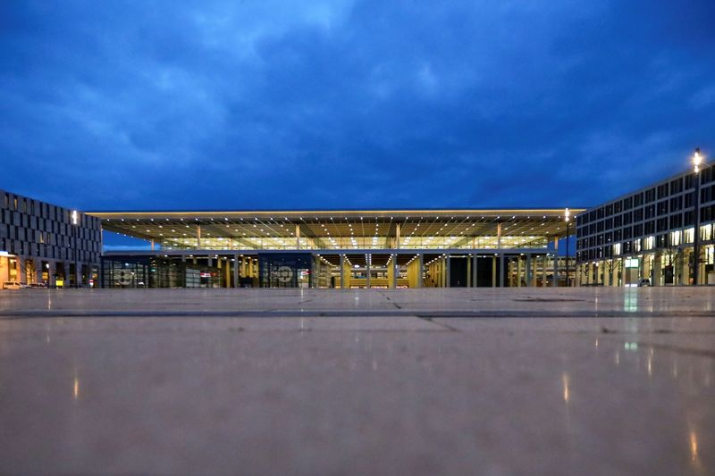 © Reuters. A general view of the new Berlin-Brandenburg Airport's buiding in Schoenefeld