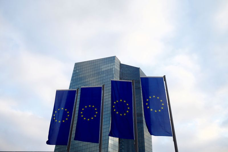 © Reuters. FILE PHOTO:  EU flags fly in front of European Central Bank headquarters in Frankfurt