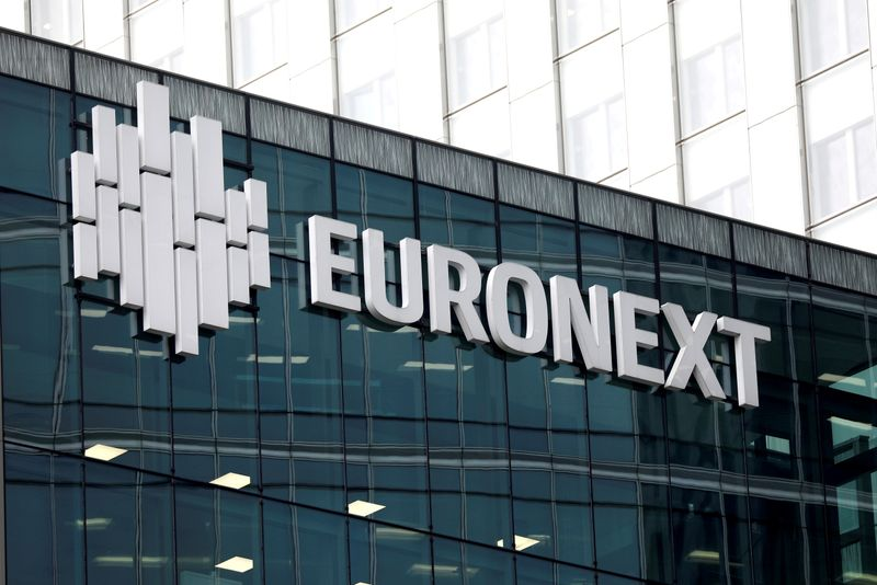© Reuters. FILE PHOTO: The logo of stock market operator Euronext is seen on a building in the financial district of la Defense in Courbevoie