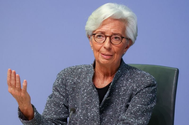 © Reuters. FILE PHOTO: European Central Bank (ECB) President Christine Lagarde gestures as she addresses a news conference on the outcome of the meeting of the Governing Council, in Frankfurt