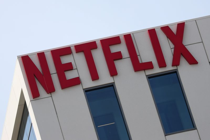 © Reuters. FILE PHOTO: The Netflix logo is seen on their office in Hollywood, Los Angeles