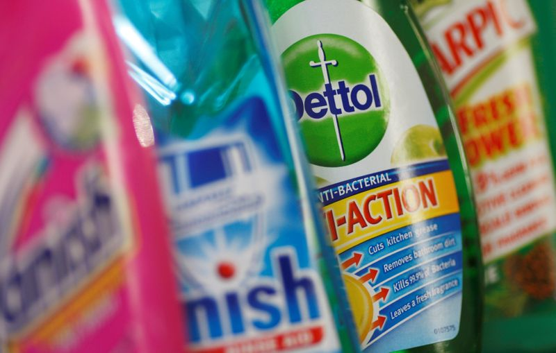 © Reuters. FILE PHOTO: Products produced by Reckitt Benckiser; Vanish, Finish, Dettol and Harpic are seen in London