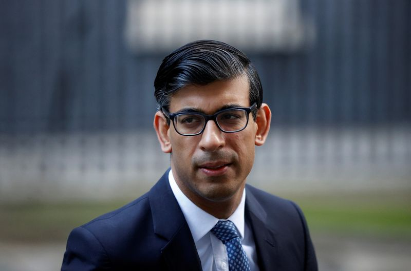 © Reuters. Britain's Chancellor of the Exchequer Rishi Sunak leaves Downing Street, in London