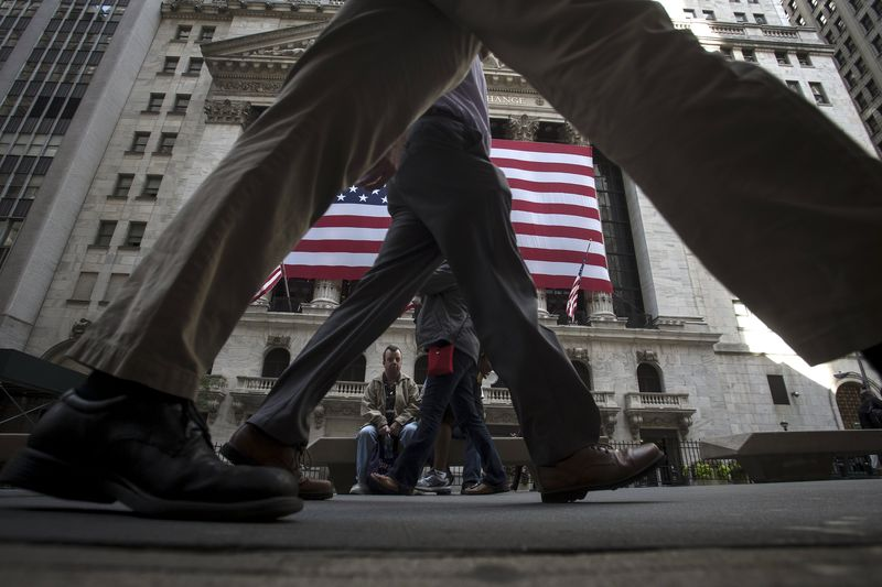 © Reuters.  U.S. shares higher at close of trade; Dow Jones Industrial Average up 0.40%