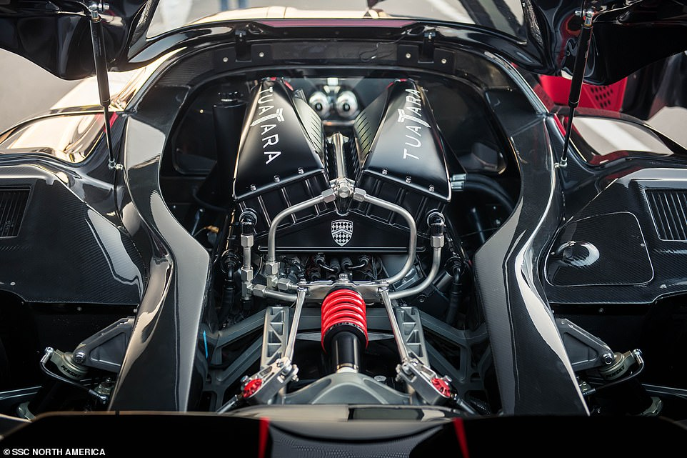 The SCCTuatara has a twin-turbo charged 5.9-litre V8 engine, producing a massive 1,750bhp on E85 ethanol fuel, or a lesser 1,350bhp using 91 octane unleaded