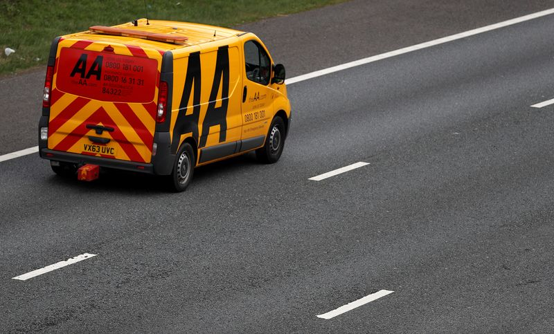 © Reuters. An AA (Automobile Association) recovery vehicle drives along the M6 motorway near Knutsford.
