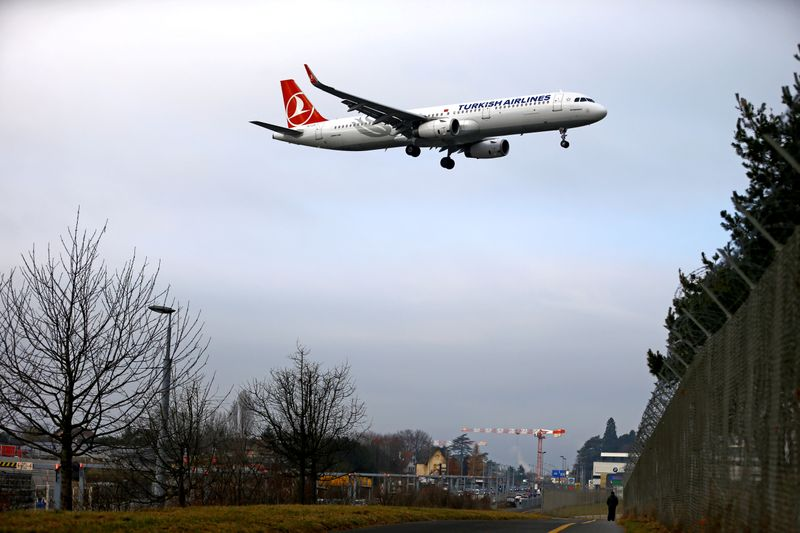 © Reuters. FILE PHOTO: An airplane from Turkish Airlines prepares to land at Cointrin airport in Geneva