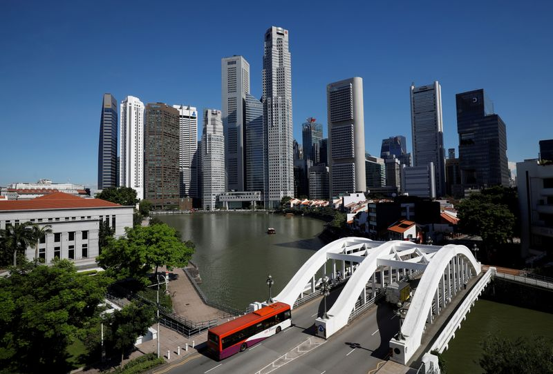 © Reuters. FILE PHOTO: A view of the central business district in Singapore