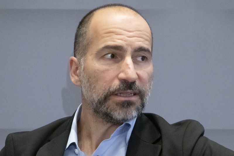 © Reuters. FILE PHOTO: Uber CEO Dara Khosrowshahi speaks during a meeting with the Economic Club of New York in New York City