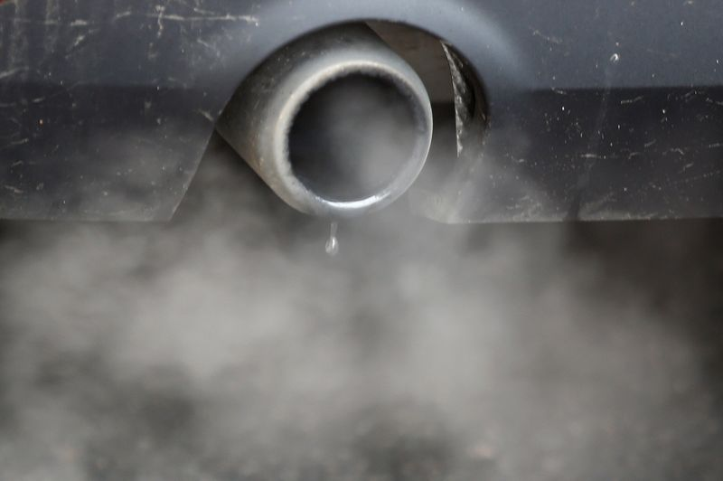© Reuters. FILE PHOTO: An exhaust emits fumes as a car is driven through Richmond in London