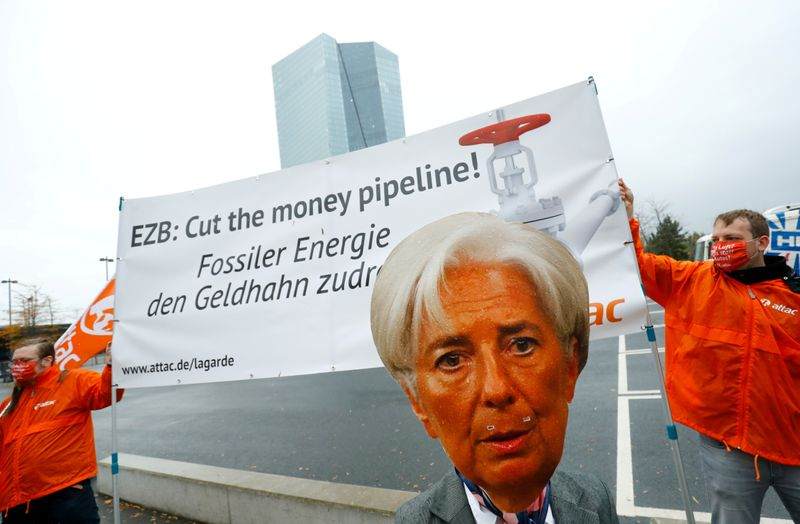 © Reuters. FILE PHOTO: Activists protest against the European Central Bank's fossil fuel bond buying, Frankfurt, Germany