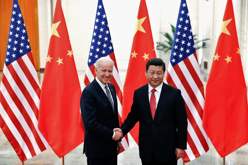 © Reuters. FILE PHOTO: Chinese President Xi Jinping shakes hands with U.S. Vice President Joe Biden inside the Great Hall of the People in Beijing