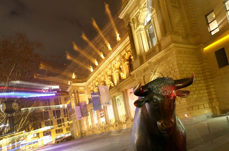 © Reuters. FILE PHOTO: The bull, symbol for successful trading, is seen in front of the German stock exchange (Deutsche Boerse) in Frankfurt