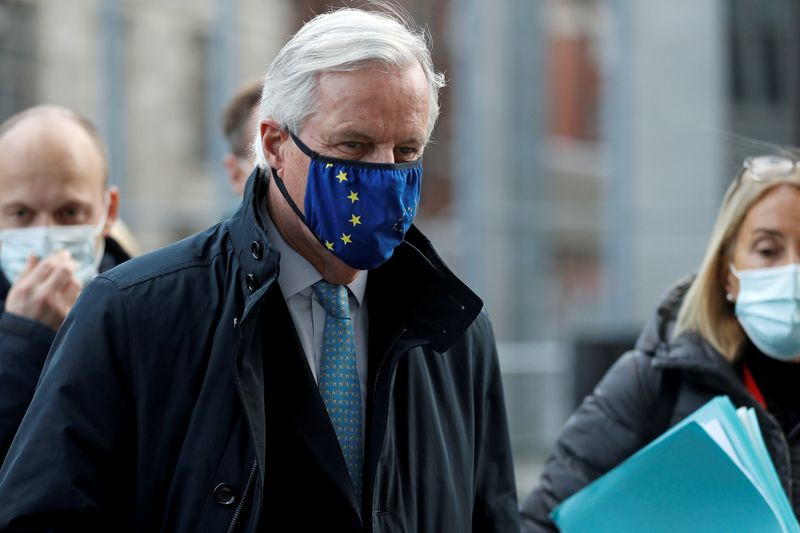 © Reuters. FILE PHOTO: European Union's chief Brexit negotiator Michel Barnier, wearing a face mask, leaves the Brexit trade negotiations in London