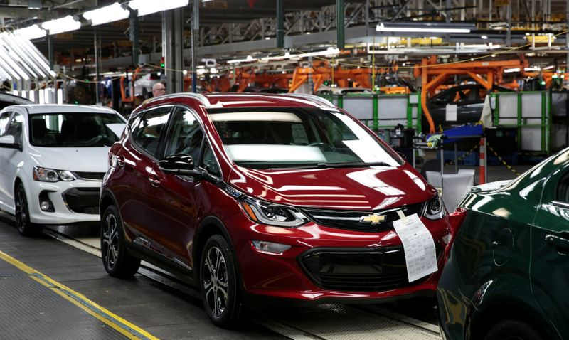 © Reuters. A red 2018 Chevrolet Bolt EV vehicle is seen on the assembly line at General Motors Orion Assembly in Lake Orion, Michigan,