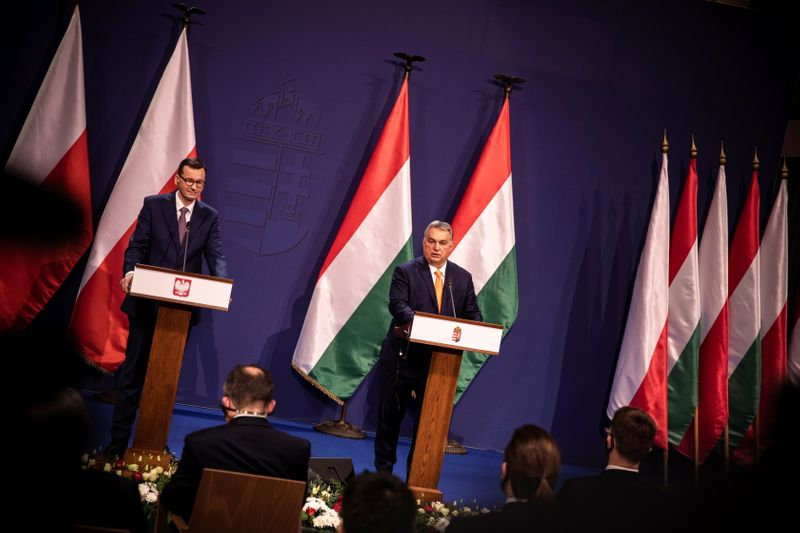 © Reuters. Hungarian PM Orban and Polish PM Morawiecki meet in Budapest