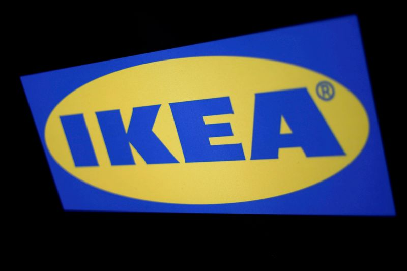 © Reuters. FILE PHOTO: The logo of the Swedish furniture giant IKEA is seen in Mexico City