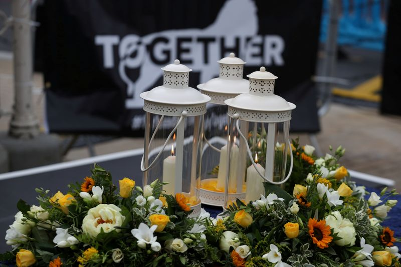 © Reuters. FILE PHOTO: A vigil for the victims of the Reading attack