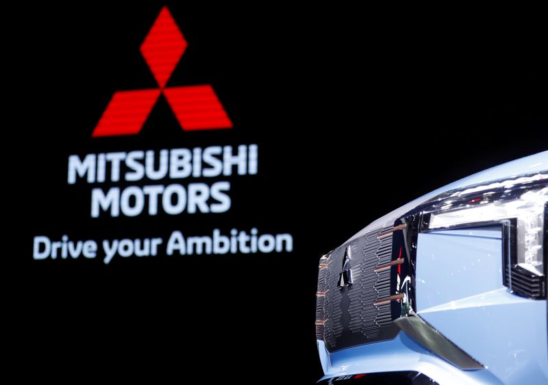 © Reuters. FILE PHOTO: Mitsubishi Mi-Tech concept car is seen in Tokyo Motor Show in Tokyo