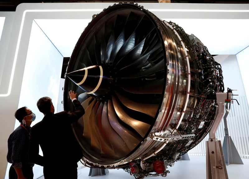 © Reuters. FILE PHOTO: A man looks at Rolls Royce's Trent Engine displayed at the Singapore Airshow in Singapore