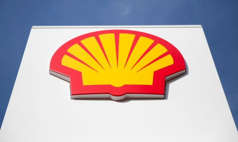© Reuters. A logo for Shell is seen on a garage forecourt in central London