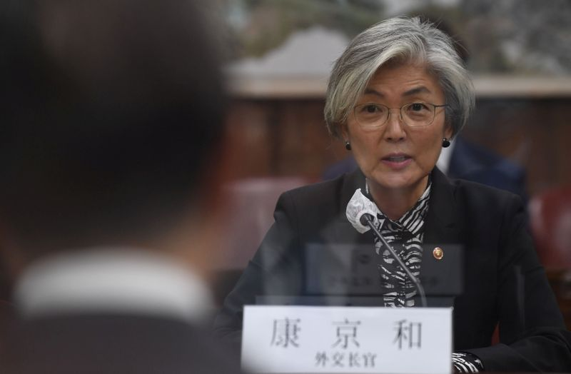© Reuters. Chinese Foreign Minister Wang Yi meet with South Korean foreign minister Kang Kyung-wha in Seoul