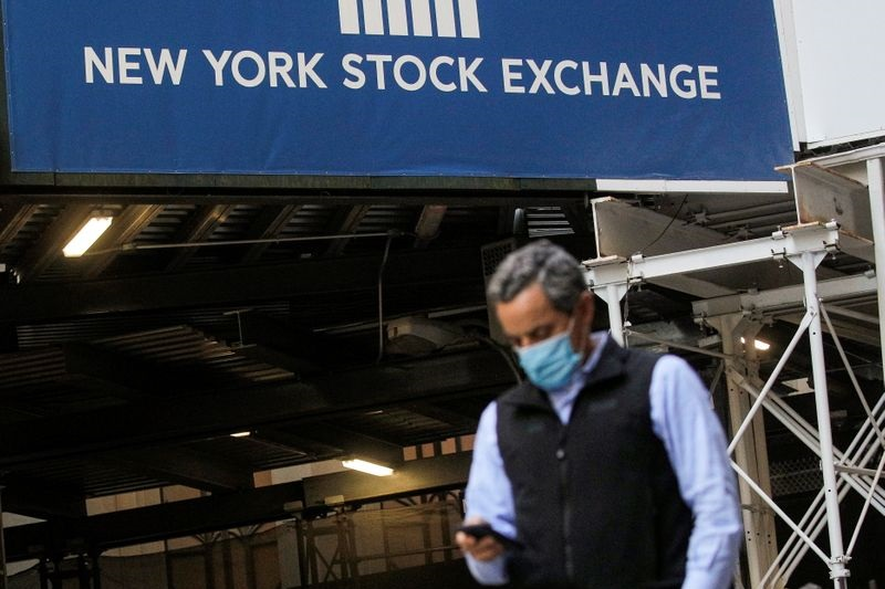 S&P 500 Closes at Record High, Made to Wait for 4,000; Tech Bulls Return