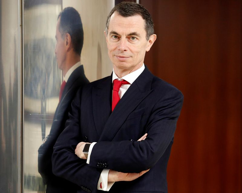 © Reuters. FILE PHOTO: Unicredit bank CEO Mustier poses during the shareholders meeting in Rome