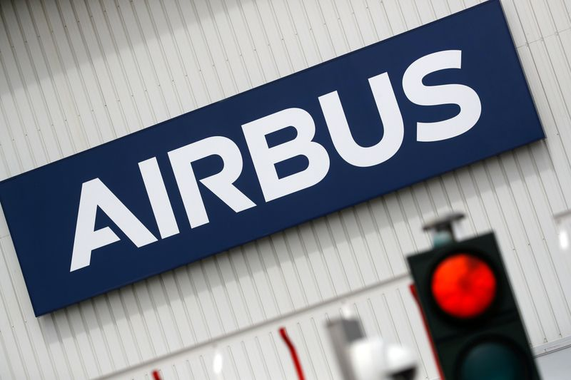 © Reuters. FILE PHOTO: Airbus logo at the entrance of the Airbus facility in Bouguenais