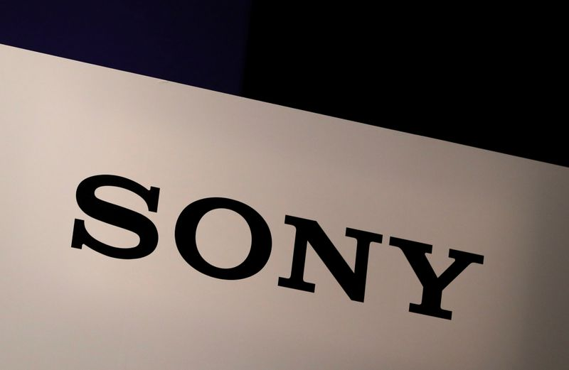 © Reuters. FILE PHOTO:  Sony Corp's logo is seen at its news conference in Tokyo